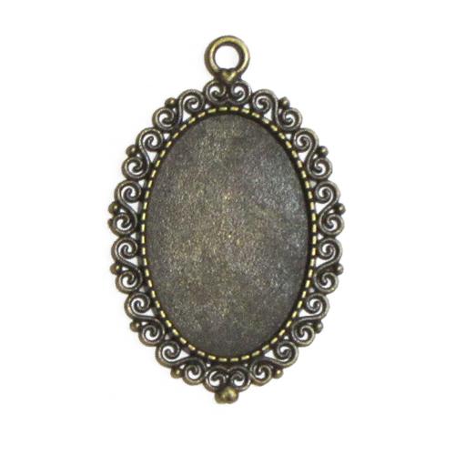 Antikolt bronz csipkés medál M26